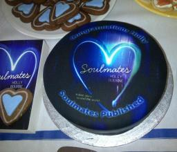 Holly Bourne's SOULMATES cake